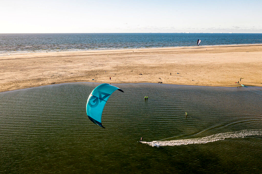 BLOW kitesurf school de Zandmotor